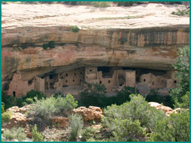 Alcove with an archaeological site (cliff dwelling).